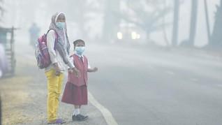 Warga Palembang Keluhkan Asap Karhutla: Hari Ini Terparah