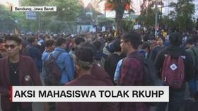 VIDEO: Aksi Mahasiswa Tolak RKUHP di Bandung