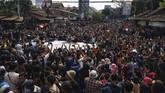 Ribuan mahasiswa mengikuti aksi #GejayanMemanggil di Simpang Tiga Colombo, Gejayan, Sleman, DI Yogyakarta, Senin (23/9). (ANTARA FOTO/Andreas Fitri Atmoko)
