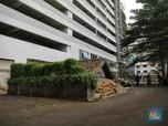 Viral! Penampakan Rumah Tua di Antara Apartemen Mewah DKI