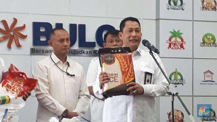 Direktur Utama Perum Bulog Budi Waseso secara simbolis melepas keberangkatan armada pengangkut komoditas