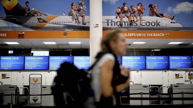 Jutaan pelanggan dan ribuan karyawan, serta mitra perusahaan terkena dampak Thomas Cook bangkrut. (Photo by Tolga Akmen / AFP)