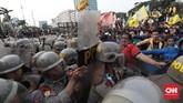 Mahasiswa menuntut pemerintah dan DPR membatalkan pengesahan sejumlah Rancangan Undang-Undang yang dinilai bermasalah, seperti RKUHP, RUU Pertanahan dan juga menuntutpenerbitan Perppu KPK. (CNN Indonesia/Bisma Septalisma)