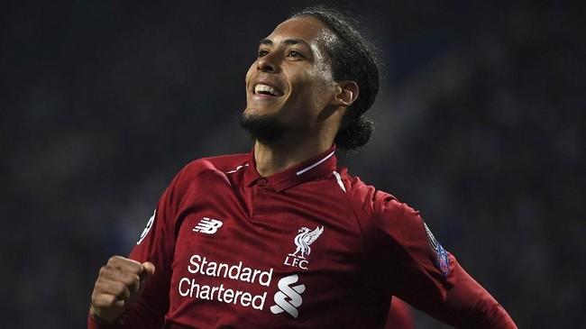 Virgil van Dijk adalah tokoh kunci di balik kokohnya pertahanan Liverpool di musim lalu.(Photo by Paul ELLIS / AFP)