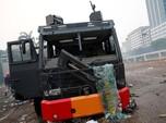 Demo Bentrok, Ini Penampakan Mobil Polisi yang Hancur