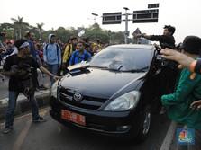 Demo Mahasiswa Memanas, Jalan Gatot Subroto Lumpuh Total
