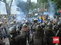 Mahasiswa dan Polisi Bentrok saat Demo di DPRD Sumsel