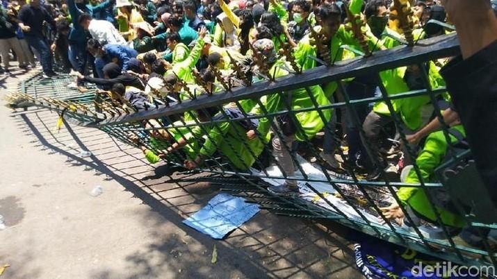 Melihat Aksi Demo Mahasiswa di Seluruh Indonesia
