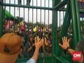 Demo DPR Ricuh, Tembakan Gas Air Mata Dibalas Lemparan Batu
