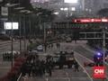 Demo Memanas, Massa Lempari Barikade Polisi di JCC Senayan