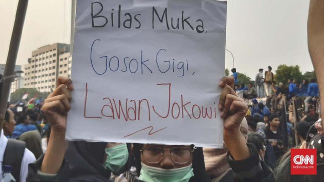 Poster Demo Mahasiswa:  'Gosok Gigi, Lawan Jokowi'