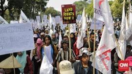 Demo di Istana, Petani Ramai-ramai Sobek 'Sertifikat' Jokowi