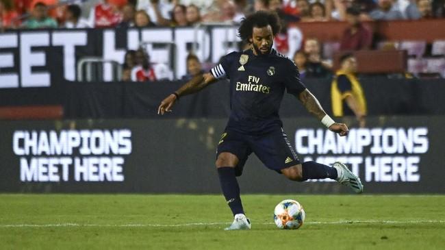 Marcelo terpilih masuk Best XI. Padahal di musim lalu, Marcelo mengalami kesulitan untuk terpilih sebagai pemain inti. (Photo by ANDREW CABALLERO-REYNOLDS / AFP)