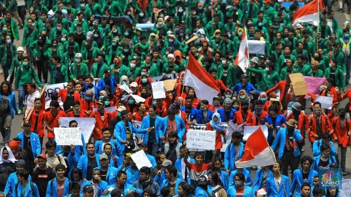 Penampakan Ribuan Mahasiswa Saat Geruduk Gedung DPR/MPR