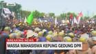 VIDEO: Massa Mahasiswa Kepung Gedung DPR
