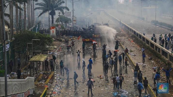 Aksi mahasiswa berlangsung sejak pagi tadi.