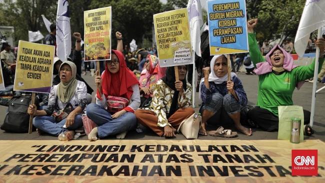 Hasilnya, kelompok petani bertemu langsung dengan Presiden Joko Widodo untuk menyampaikan sejumlah tuntutan.(CNN Indonesia/Adhi Wicaksono).