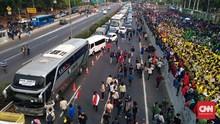 Massa Aksi Bakar Traffic Cone di Tol Dalam Kota