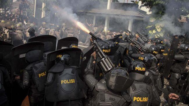 Mahasiswa Merasa Tertembak Saat Gas Air Mata Pecah di DPR