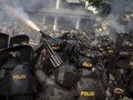 Halau Massa, Polisi Tembak Gas Air Mata ke Dekat Perumahan