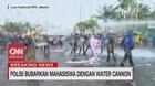 VIDEO: Rusuh! Polisi Bubarkan Mahasiswa dengan Water Canon