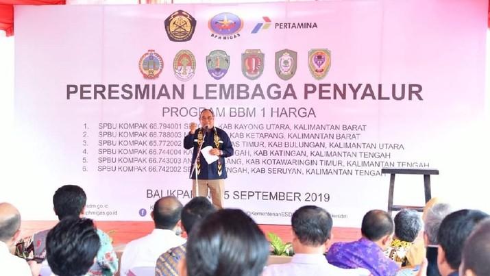 BPH Migas akhirnya meresmikan kembali 6 Stasiun Pengisian Bahan Bakar Umum atau SPBU berbasis satu harga pada 3 Provinsi di Pulau Kalimantan.