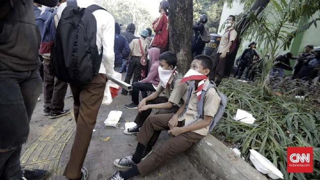 Kabid Humas Polda Metro Jaya Kombes Pol Argo Yuwono mengatakan polisi mengamankan setidaknya 200 pelajar STM di sejumlah lokasi terkait aksi di belakang Gedung DPR, Jakarta, Rabu (25/9). (CNN Indonesia/Adhi Wicaksono)
