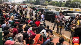 Seratusan Siswa Datangi DPR: Ikut-ikutan dan Dapat Pesan WA