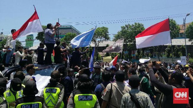 Mahasiswa Surabaya Demo Dprd Polisi Siapkan 700 Personel