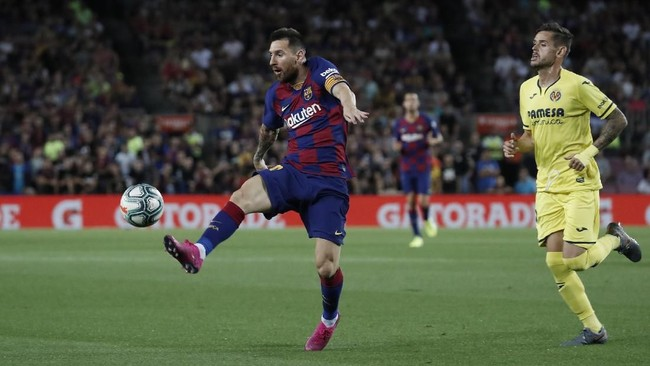 Barcelona menjamu Villarreal pada lanjutan Liga Spanyol. Barcelona membutuhkan kemenangan untuk naik ke papan atas Liga Spanyol setelah kalah secara memalukan dari Granada. (AP Photo/Joan Monfort)