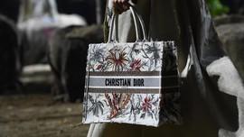 Rumah Mode Dior Buat Masker untuk Corona