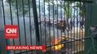 VIDEO: Lempar Batu! Massa Putih Abu-Abu Bentrok Dengan Polisi