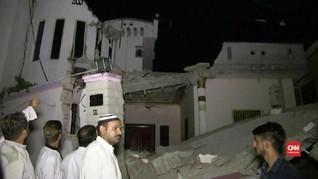 VIDEO: Anak-anak Pakistan Tertimpa Reruntuhan Akibat Gempa