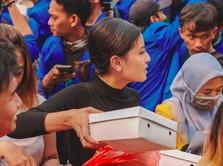 Cerita Awkarin & 3.000 Nasi Kotak Buat Para Aktivis Mahasiswa