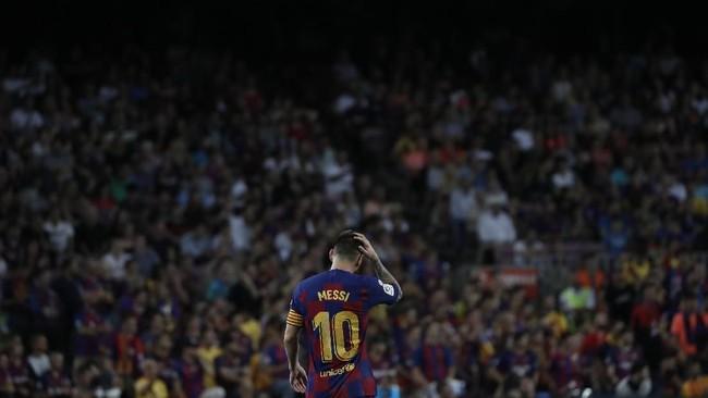 Villarreal kemudian berhasil memperkecil kedudukan lewat gol Santi Cazorla pada menit ke-44. (AP Photo/Joan Monfort)