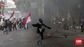 Massa demonstran yang merupakan pelajarSMK ataupopuler dengan sebutan STM dari berbagai daerah mendatangi kompleks parlemen untuk mendukung tuntutan penolakan RKUHP danlainnya yangsetidaknya dalam dua hari terakhir gencar didemo massa aksi mahasiswa, Jakarta,Rabu (25/9). (CNN Indonesia/Adhi Wicaksono)