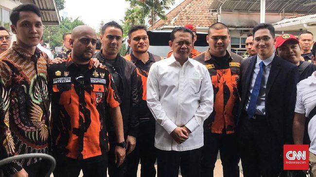 Ketua DPR Jenguk Mahasiswa Pedemo yang Dioperasi di RS Pelni