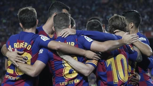 Barcelona membuka keunggulan pada menit keenam melalui gol Antoine Griezmann yang memanfaatkan umpan Lionel Messi. (AP Photo/Joan Monfort)