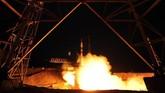 Misi kali ini merupakan perjalanan luar angkasa ketiga bagi Skripochka dan pertama bagi Meir dan Almansoori.(Photo by VYACHESLAV OSELEDKO / AFP)