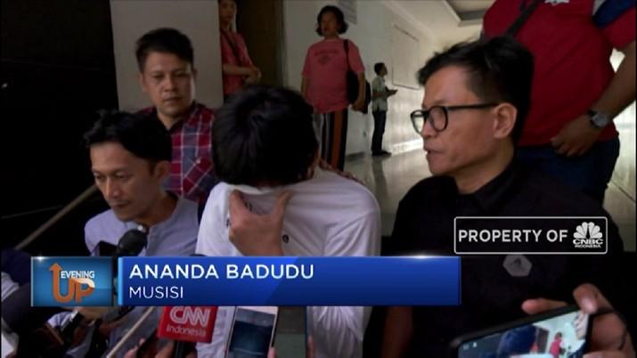 Musisi dan aktivis kemanusiaan Ananda Badudu buka suara soal proses penangkapan dirinya.