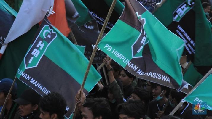 Yakusa! Penampakan Massa HMI yang Berusaha Berdemo di DPR