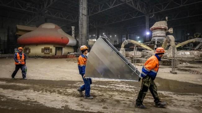 Saat ini taman hiburan 'Island of Dreams' masih dalam tahap pengerjaan, meski area wahana dan pertokoan sudah selesai di bangun. (AFP/Yuri Kadobnov)