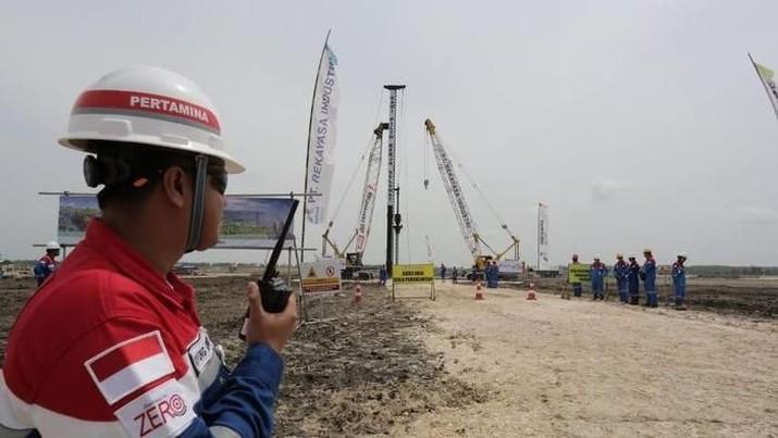 Blok gas raksasa Jambaran-Tiung Biru diproyeksikan bisa mengatasi defisit pasokan gas di Jawa.