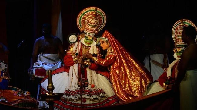 Kathakali berasal dari abad 16 dan 17, kisaran waktu yang sama seperti era Shakespeare. (Arun SANKAR / AFP)