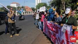 AJI Surabaya Gelar Aksi Tolak Kriminalisasi Dandhy-Ananda