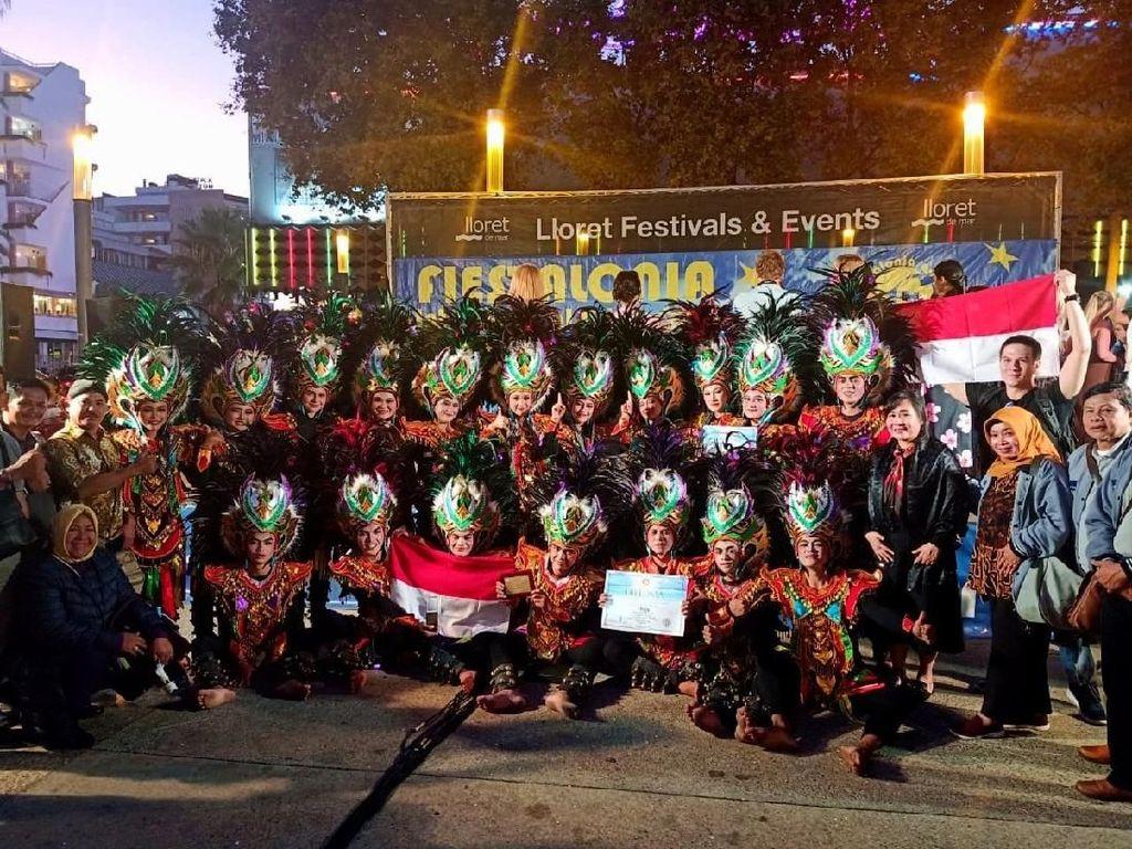Mereka menyabet gelar juara kategori Folk Dance usia 16-19 tahun setelah berhasil mengalahkan peserta-peserta lain yang berasal dari 10 negara, di antaranya Rusia, Ukraina, Iran dan Meksiko. Foto: dok. Boyolali