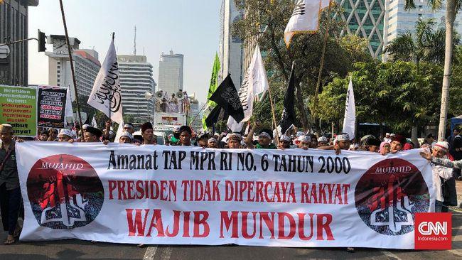 Riuh Aksi Mujahid 212 Salah Spanduk TAP MPR