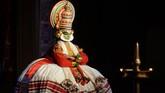 Penampilan Kathakali menggunakan tiga instrumen utama, yaitu Itaykka, Centa, dan Maddalam. Musik berperan penting dalam kesenian tua ini, bertugas menciptakan variasi pengaturan nada, sesuai dengan suasana adegan. (Arun SANKAR / AFP)