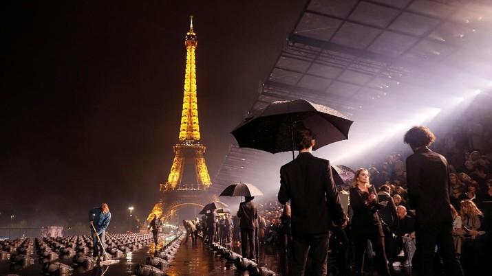 Ini Dia Foto-foto Busana Terbaik Paris Fashion Week