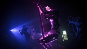 FOTO: Robot Penari Telanjang Berwajah CCTV di Klub Malam